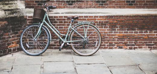 В Амстердамі владу міста звинувачують в обмеженні пересування велосипедистів у центрі та наданні переваги пішоходам
