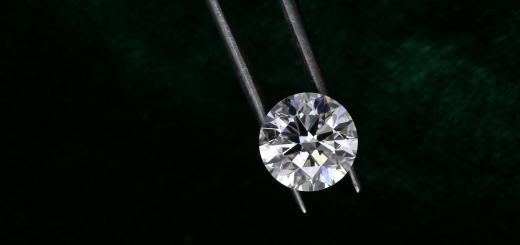 В Британії засудили крадійку, яка змогла підмінити діаманти за $5,8 млн звичайним камінням