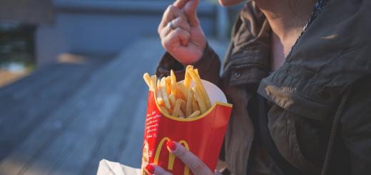 Росіянка вирішила судися з McDonald's через те, що сама порушила Великий піст