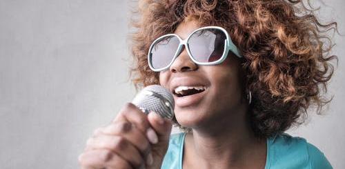 У Китаї заборонили співати  в караоке пісні з «незаконним контентом»